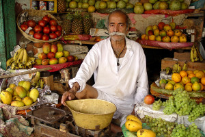 продавец фруктов в индии
